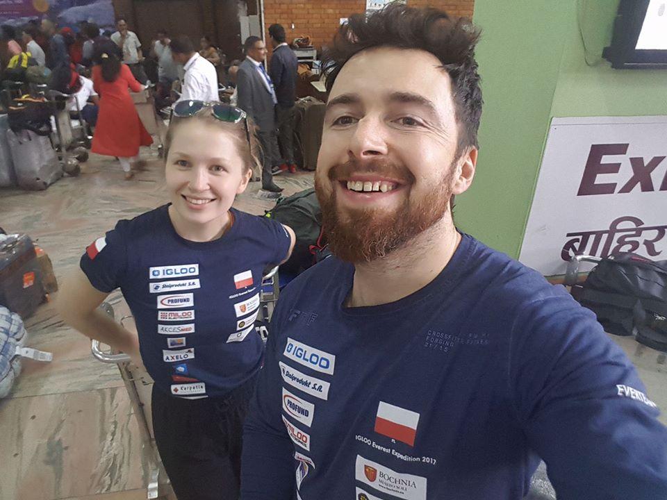 Fot. Materiały Ever Team. Na zdjęciu Sylwia Bajek i Szczepan Brzeski już są w Katmandu