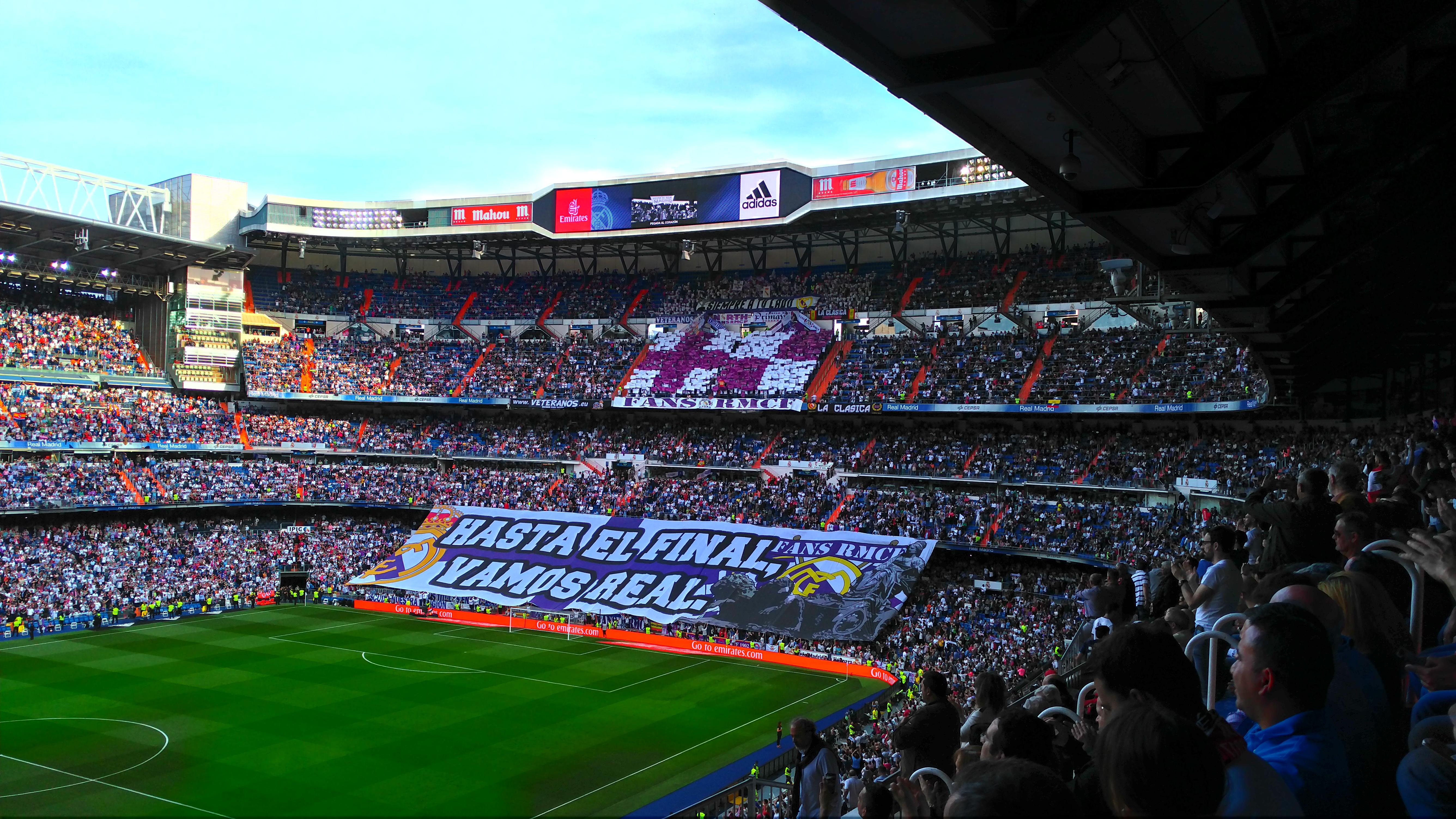 Fot. Materiały organizatorów. Polscy fani Realu Madryt na meczu z Sevillą