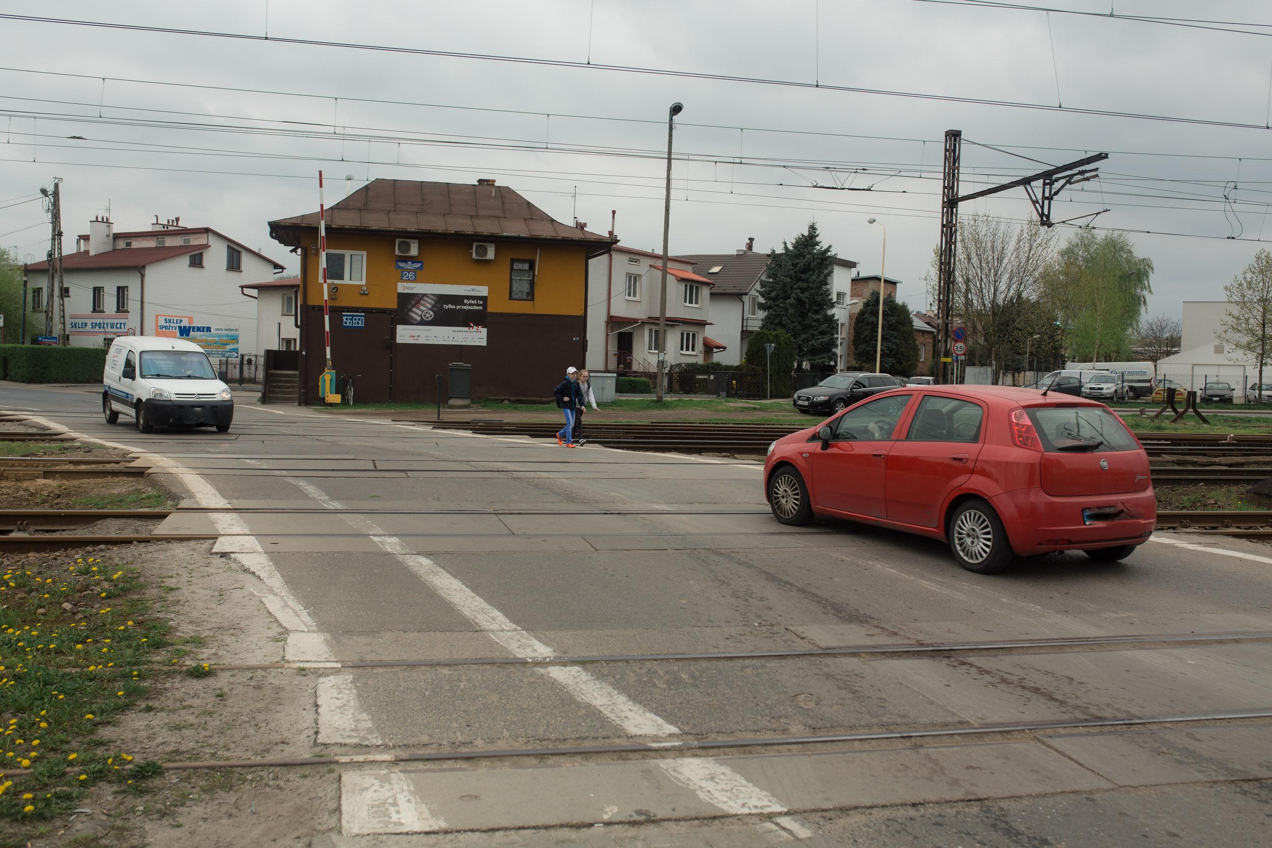Fatalny stan przejazdu kolejowego przy ul. Konopnickiej. Kiedy remont?