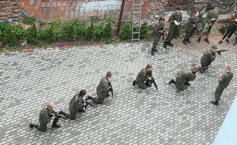 """Ćwiczyli strzelanie z broni w centrum Rzeszowa. Czytelnik: """"To nie poligon"""""""