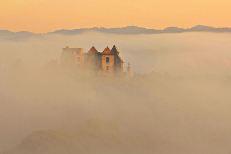 11-Klasztor-Karmelitów-we-mgle,-Zagórz