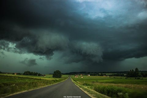 Fot. Damian Siewierski / Czytelnik Rzeszów News. Na zdjęciu czarne chmury nad Rzeszowem