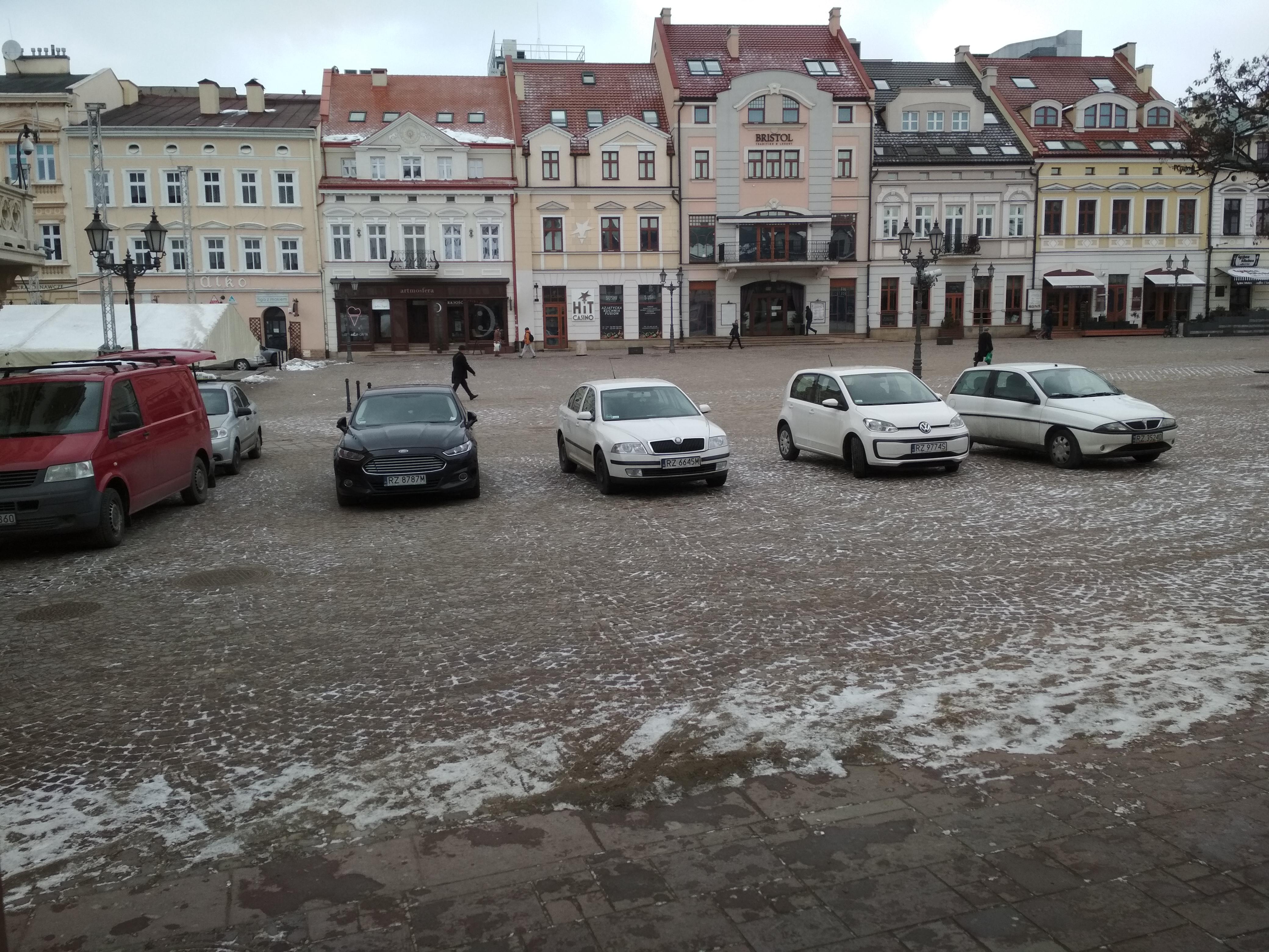 Rzeszów Parkowanie Na Rynku Radni Nie Będą Już Stawiać Aut