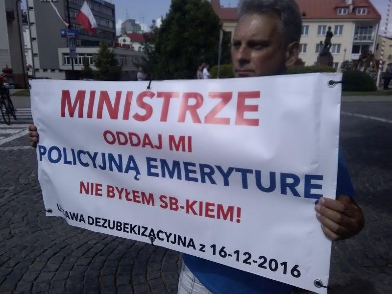 policjaprotest1.jpg